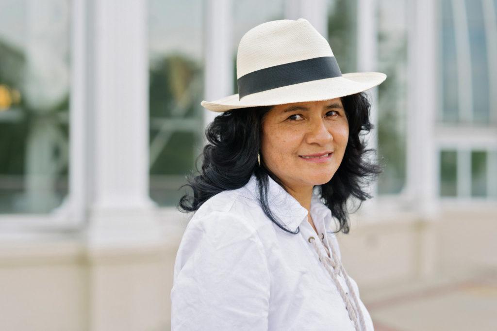 Latina woman in a hat, Mujer en sombrero